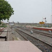 DPAK MALHOTRA, Surendernagar Junction Railway Stn, Platform, Surendernagar, गुजरात भारत Gujarat Bharat ગુજરાત ભારત દેશનું, Юнагадх