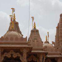 DPAK MALHOTRA, beautiful architect Sri Swminarayan Mandir, Jawahar Road, Surendernagar, गुजरात भारत Gujarat Bharat ગુજરાત ભારત દેશનું, Юнагадх