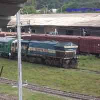 jammu tawi railway station yard wdp4 locomotive, Ямму