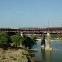 Rail bridge over River Betwa, near Vidisha, Барейлли
