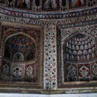 बेगम शाहशुजा का मकबरा (Details of paintings inside the dom ), Бурханпур