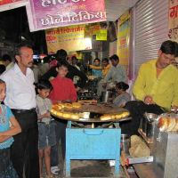 Famous Night Chaat of  Sarafa bazar, Indore, Индаур