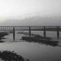 44 Narmada  & the Rail Bridge नर्मदा नदी और रेलवे पुल நர்மதா ஆறு  மற்றும் ரயில் பாலம்  నర్మదా నది & రైలు వంతెనPB190323, Кхандва