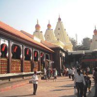 Mahalaxmi Mandir (Garud Mandap on Left - (windows)), Колхапур