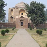 Shamsher Khans Tomb IN Batala, Батала