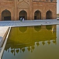 The front of the Jama Masjid is relected in the ablutions pool., Бхаратпур