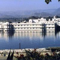 Udaïpur - le Palace vu du Palais du Maharana, Удаипур