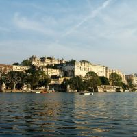 Udaipur-View of the City Palace from Lake Pichola, Удаипур