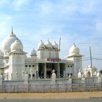 templo Jai Guru Dev visto da estrada [ जय गुरु देव ] ezamprogno, Фатехгарх