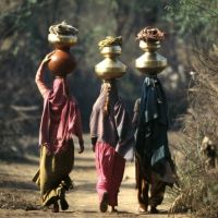 Femmes revenant du puits .fg, Фатехгарх