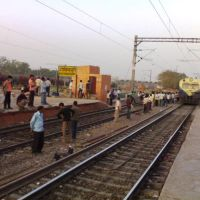Lucknow Shikohabad Passanger arriving at Platform No.1 of Govindpuri Station, Kanpur, Канпур