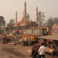 Local Mosque. Photo was taken somewhere along the road from Rishikesh to Delhi, Музаффарнагар