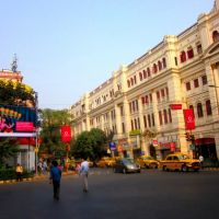 Square front of Music world , Park street kolkata, Калькутта