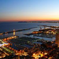 Anochece en el puerto de Alicante, Аликанте