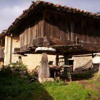 Horreo en Castañedo del Monte. SANTO ADRIANO., Гийон