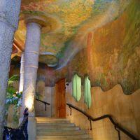Casa Milà,escalera decorada de naturaleza para Marisol., Барселона