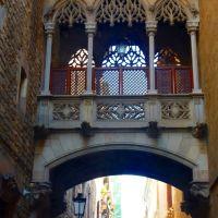 carrer    del    Bisbe .    barri    gòtic    de    Barcelona ., Барселона