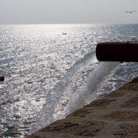 Cádiz - Tuberías achicando agua en el Malecón, Алжекирас