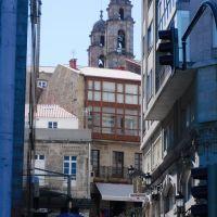 Calle Mestre Mateo, y Campanario de la Concatedral de Vigo, Galicia, España., Виго