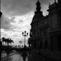 Plaza del Ayuntamiento. Llueve, Картахена