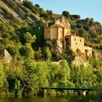 Donde la arquitectura y la naturaleza se fusionan.Ermita de San Saturio.Soria., Сория
