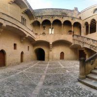 Pati interior del Palau Episcopal de Tortosa, Тортоса