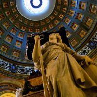 Mausoleo del Gral. José de San Martín en la Catedral Metropolitana de la ciudad de Buenos Aires. (CONTEST NOVEMBER)*, Азул