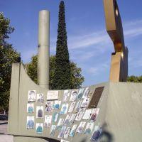 PLAZA ISLAS MALVINAS - Monumento a los caídos en la guerra, Ла-Плата