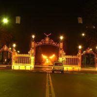 Nocturna de los Portones del Parque Gral San Martín  **FOTO Mónika**, Мендоза