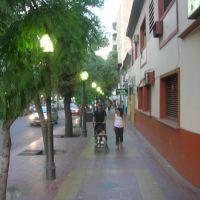 Calle céntrica de Mendoza al atardecer / Lautaro, Мендоза