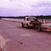Transportando madera aserrada hacia El Sauzalito. Puente Lavalle. Agosto 1987.-, Пресиденсиа-Рокуэ-Сенз