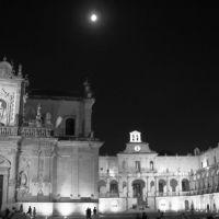 Piazza del Duomo : bianco e nero, Лечче
