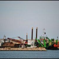 Cantiere sul molo del porto, Мольфетта