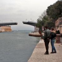 Taranto _ Dal 1887 la magia dellapertura del ponte girevole, Таранто