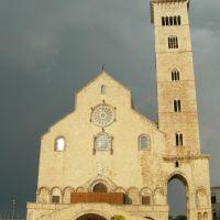 La cattedrale sul mare, Трани
