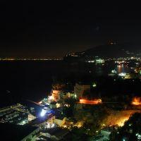 Sorrento: nightview di Marina Grande e Sorrento da via Capodimonte, Сорренто