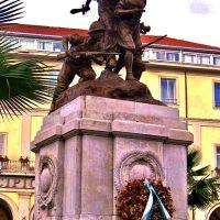Monumento ai Caduti, Аверса