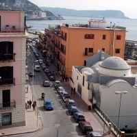 Panorama dal rione Terra di via Napoli con la chiesa di San Vincenzo, Поццуоли