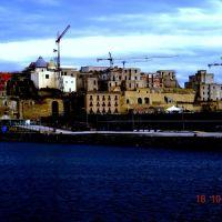 pozzuoli porto e castello dal traghetto, Поццуоли