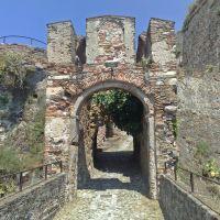 Savona, ingresso dellantica fortezza del Priamar dal Prolungamento a Mare, Савона