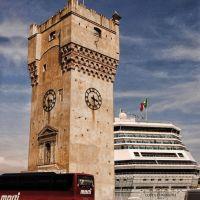 viaggio nel tempo..(i nuovi mezzi di trasporto che transitano nel passato, torre Leon Pancaldo di savona), Савона