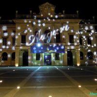 Savona, Piazza Sisto IV. Il Palazzo del Comune con le luminarie natalizie, Савона