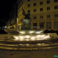 Savona, Piazza Marconi con la fontana illuminata (opera di Renata Cuneo), Савона