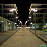 Savona, Piazza De Andrè con i moderni lampioni, Савона