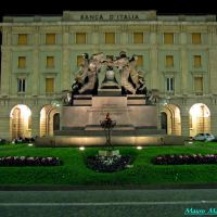 Savona, Piazza Goffredo Mameli. Monumento ai Caduti con la campana dai 21 rintocchi (1927), Савона