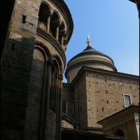 Bergamo Alta - Basilica di Santa Maria Maggiore e cupola del Duomo dedicato a Sant Alessandro, Бергамо
