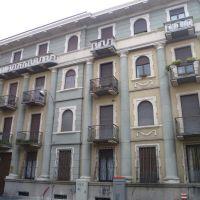 Busto Arsizio (VA) - bel palazzo con paraste in facciata, Бусто-Арсизио