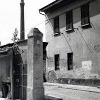 Via Vecchia con una delle ciminiere della Fornace Frazzi, Кремона