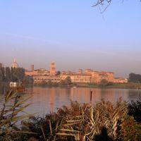 Buongiorno Mantova! Auguro a tutti i miei amici un meraviglioso autunno e tanti bellissimi motivi da scattare. Un affettuoso saluto, Guto., Мантуя