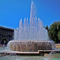 Milano, Piazza Castello. Particolare della fontana antistante il Castello Sforzesco, Милан